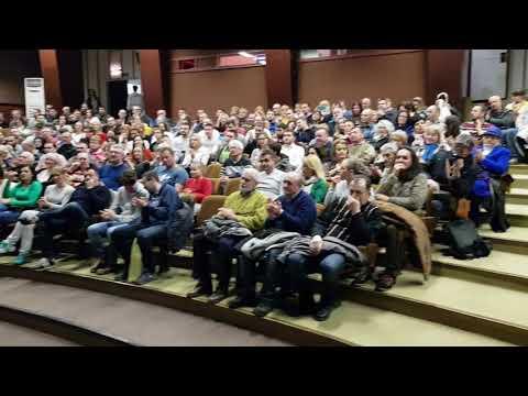 Boris Malagurski pozdravlja publiku u Subotici